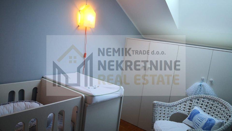 Vodice, dvoetažni 4 sobni stan  na atraktivnoj lokaciji