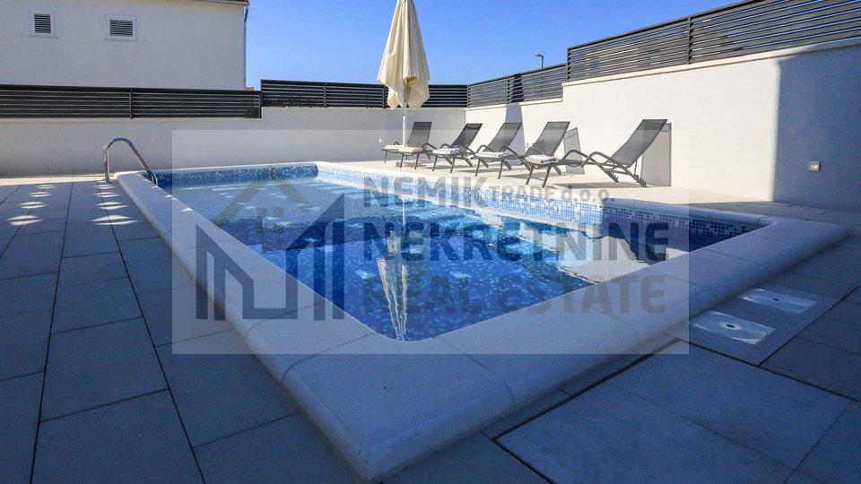 Brodarica, moderna vila sa bazenom