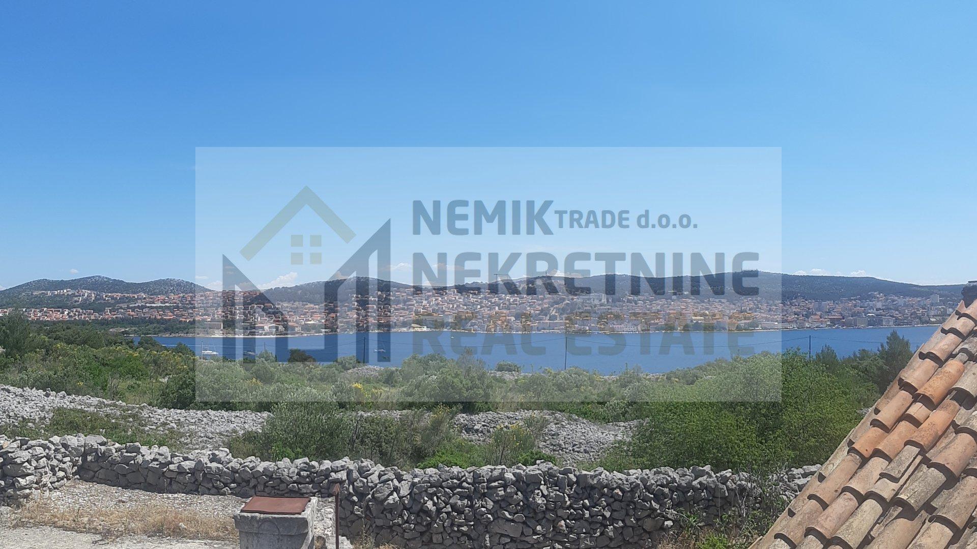 Šibenik, zemljište otvorenog pogleda na more i grad Šibenik